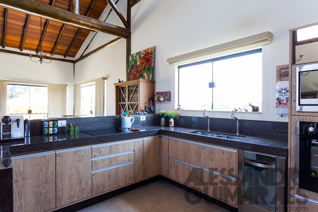 Küche von SCALI & MENDES ARQUITETURA SUSTENTAVEL,