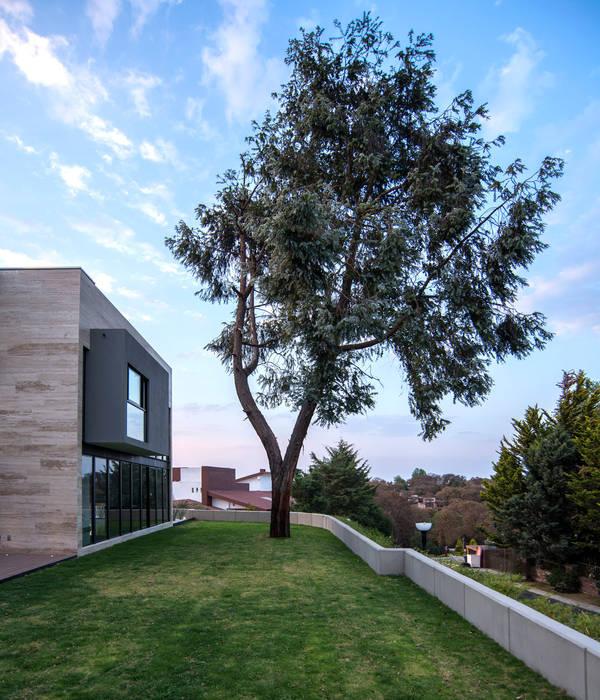 Jaral de Berrio: Terrazas de estilo  por Sobrado + Ugalde Arquitectos