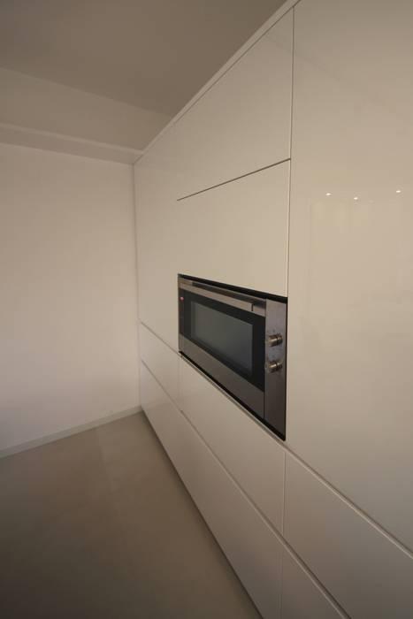 Parete colonne Falegnameria Ferrari Cucina minimalista