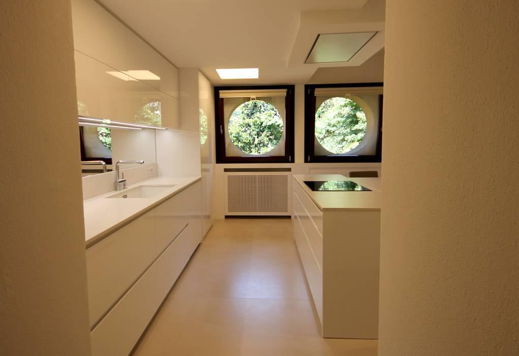 Ingresso cucina: Cucina in stile in stile Minimalista di Falegnameria Ferrari