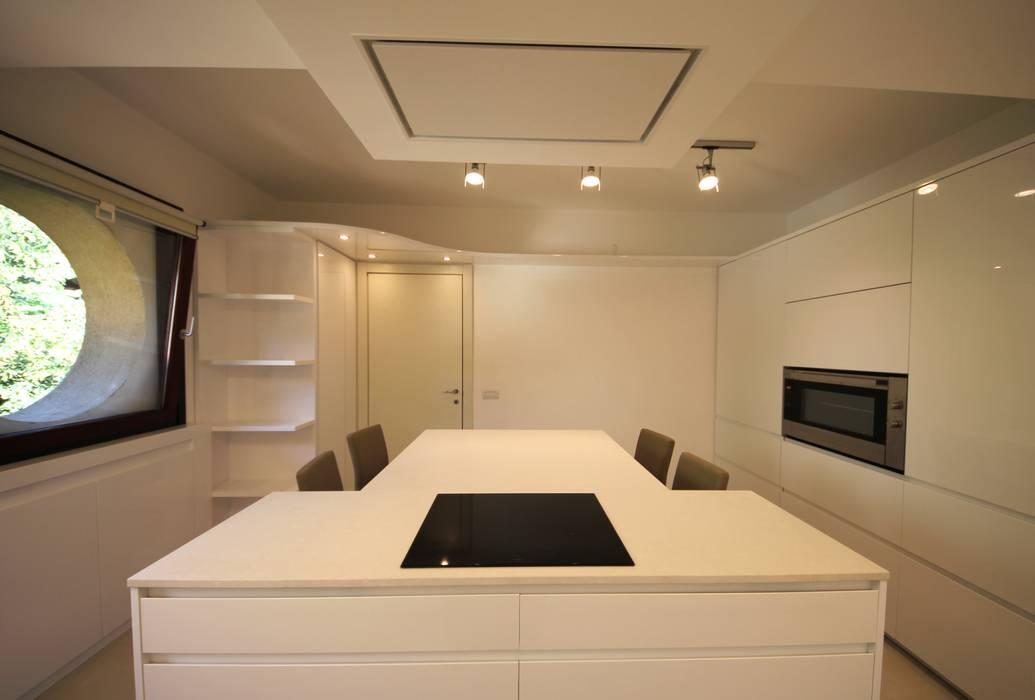 Cuciniamo Falegnameria Ferrari Cucina minimalista Bianco
