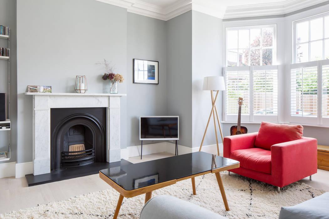 Living Room:  Living room by deDraft Ltd