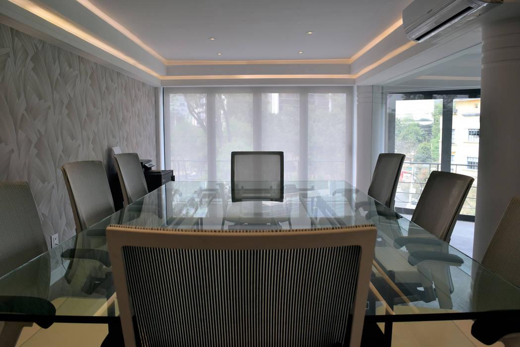 Sala de juntas principal: Estudios y oficinas de estilo  por All Arquitectura