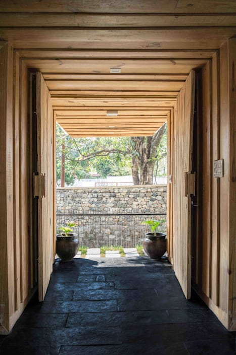 Manuj Agarwal Architects Residence cum Studio, Dehradun Country style windows & doors by Manuj Agarwal Architects Country