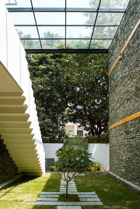 Manuj Agarwal Architects Residence cum Studio, Dehradun: country Garden by Manuj Agarwal Architects
