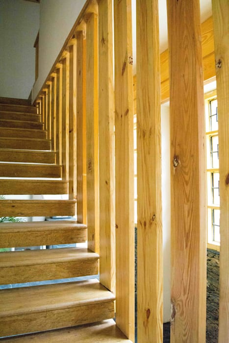 Manuj Agarwal Architects Residence cum Studio, Dehradun Country style corridor, hallway& stairs by Manuj Agarwal Architects Country