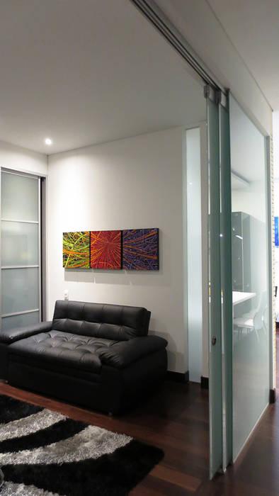 REMODELACIÓN LOFT - ESPACIO DE USO FLEXIBLE: Estudios y despachos de estilo minimalista por ARTEKTURE S.A.S