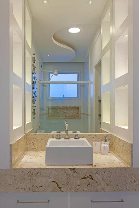 Salle de bain moderne par Arquiteto Aquiles Nícolas Kílaris Moderne Marbre