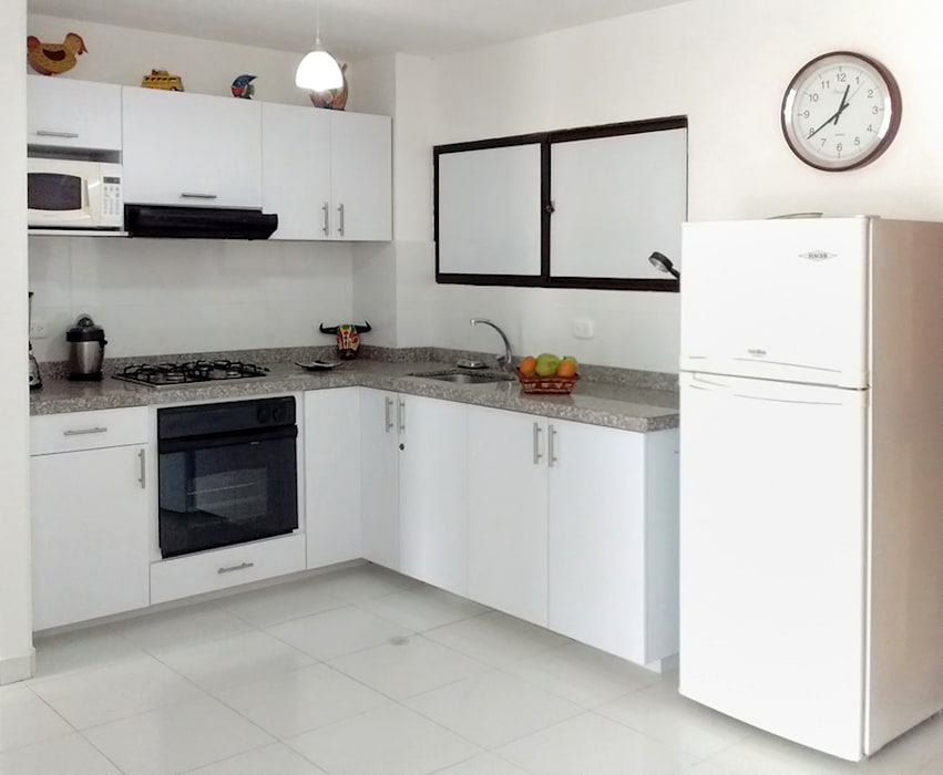 Cocina Integral Remodelar Proyectos Integrales Cocinas modernas Tablero DM Blanco