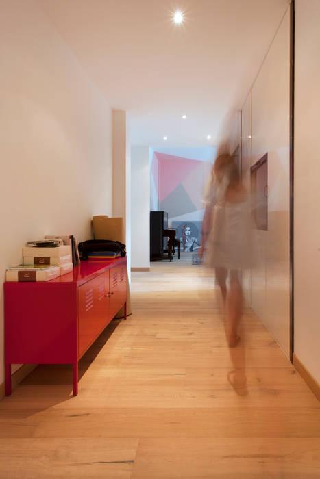 RESTYLING APPARTAMENTO A VERONA: Ingresso & Corridoio in stile  di moovdesign