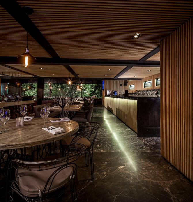Restaurante Sonora Grill Prime Masaryk: Comedores de estilo  por PASQUINEL Studio,