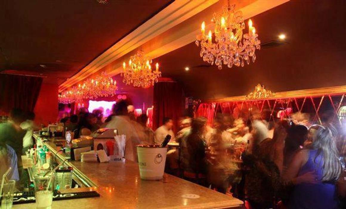 Rouge Bar- Salón y Barra de 1en1arquitectos Clásico