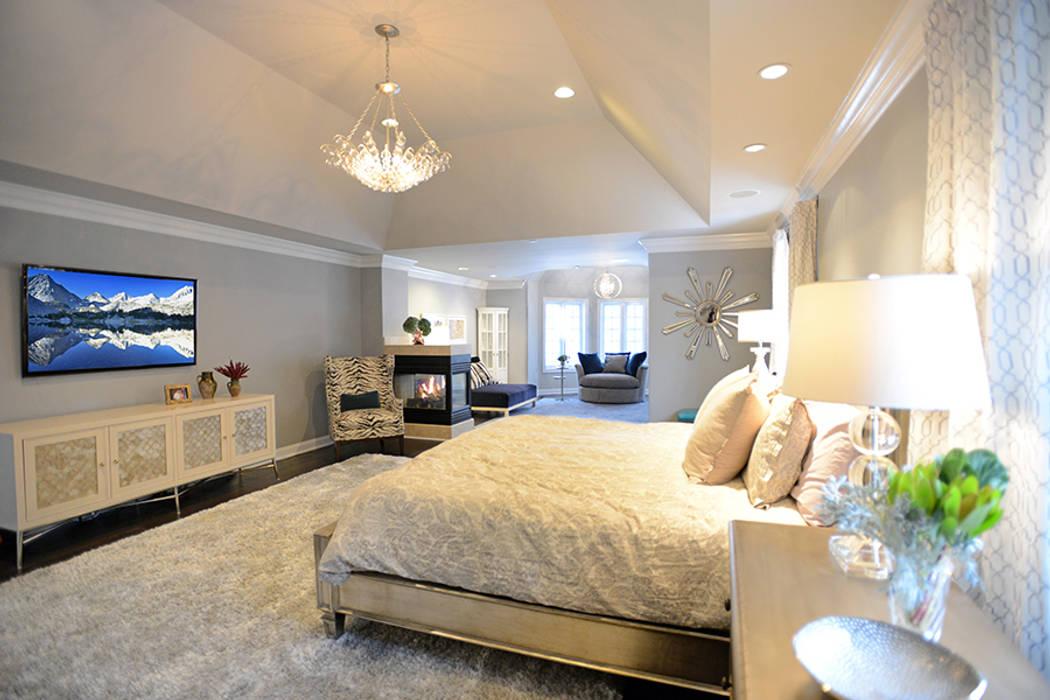 Villanova :  Bedroom by Mel McDaniel Design ,