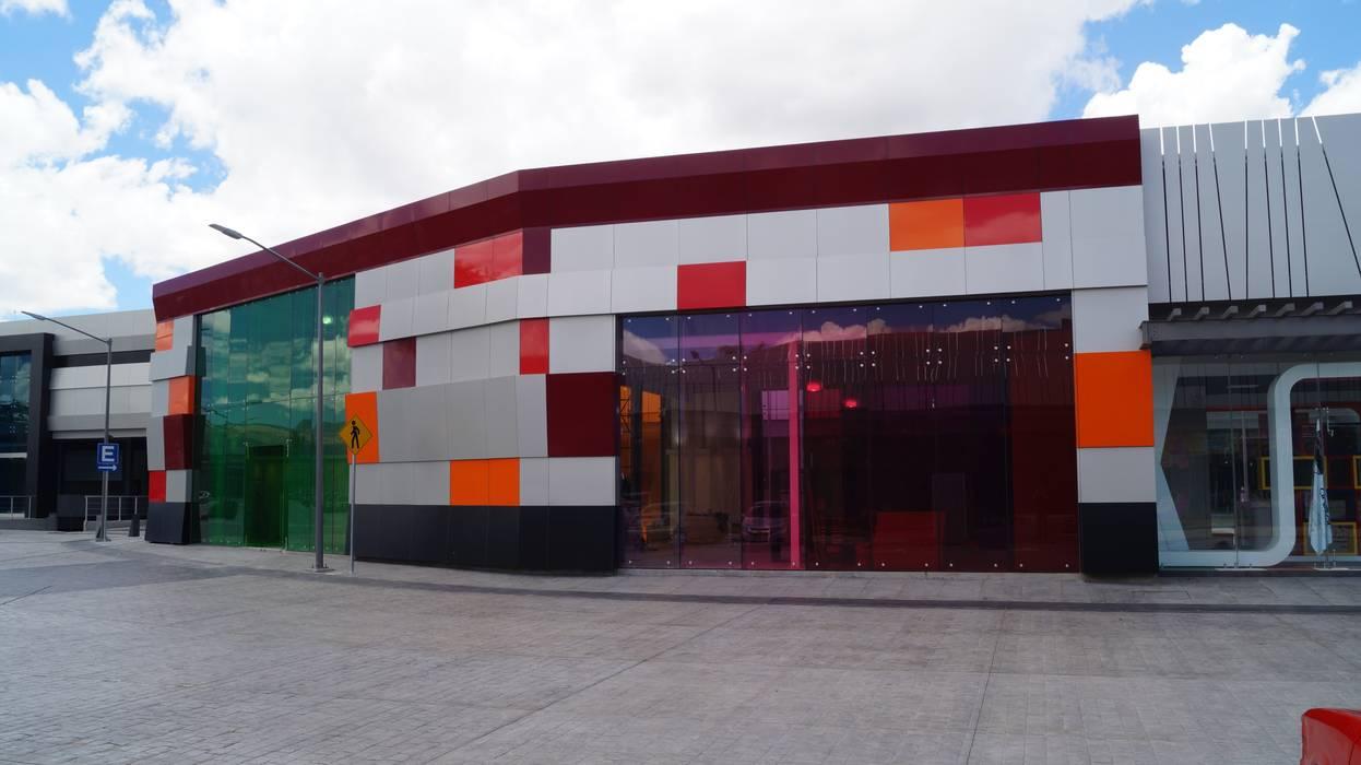 Outlet San Martín.: Casas de estilo moderno por Studio Glass