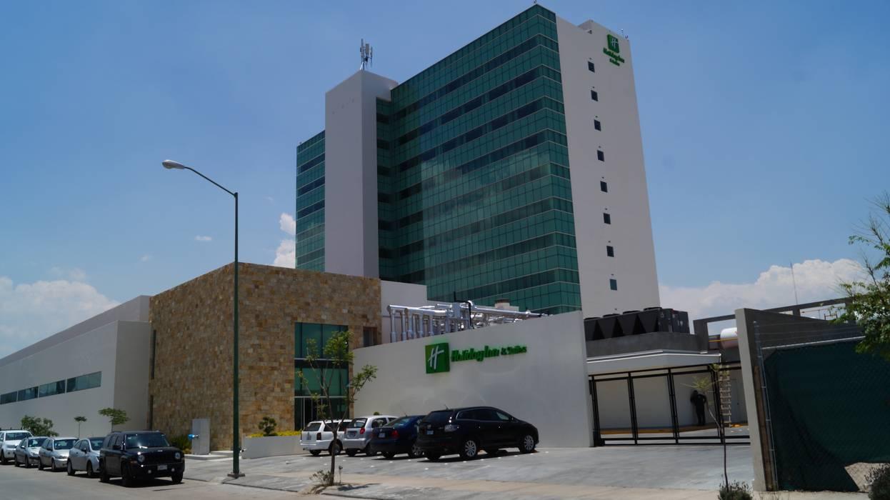 Hotel Holiday Inn León Gto.: Casas de estilo moderno por Studio Glass