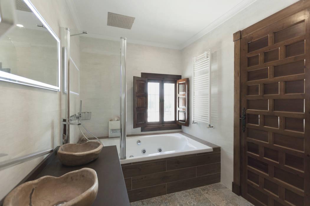 Casa entre vinhedos Casas de banho rústicas por Raul Garcia Studio Rústico