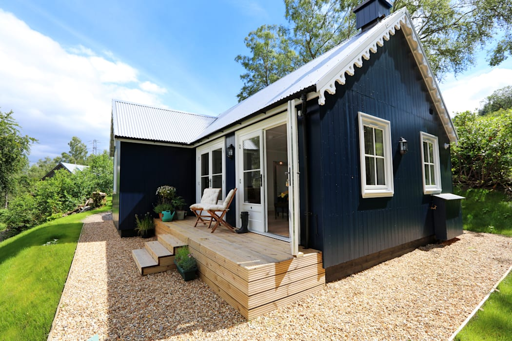 Two Bedroom Bespoke Wee House Balcones y terrazas rurales de The Wee House Company Rural