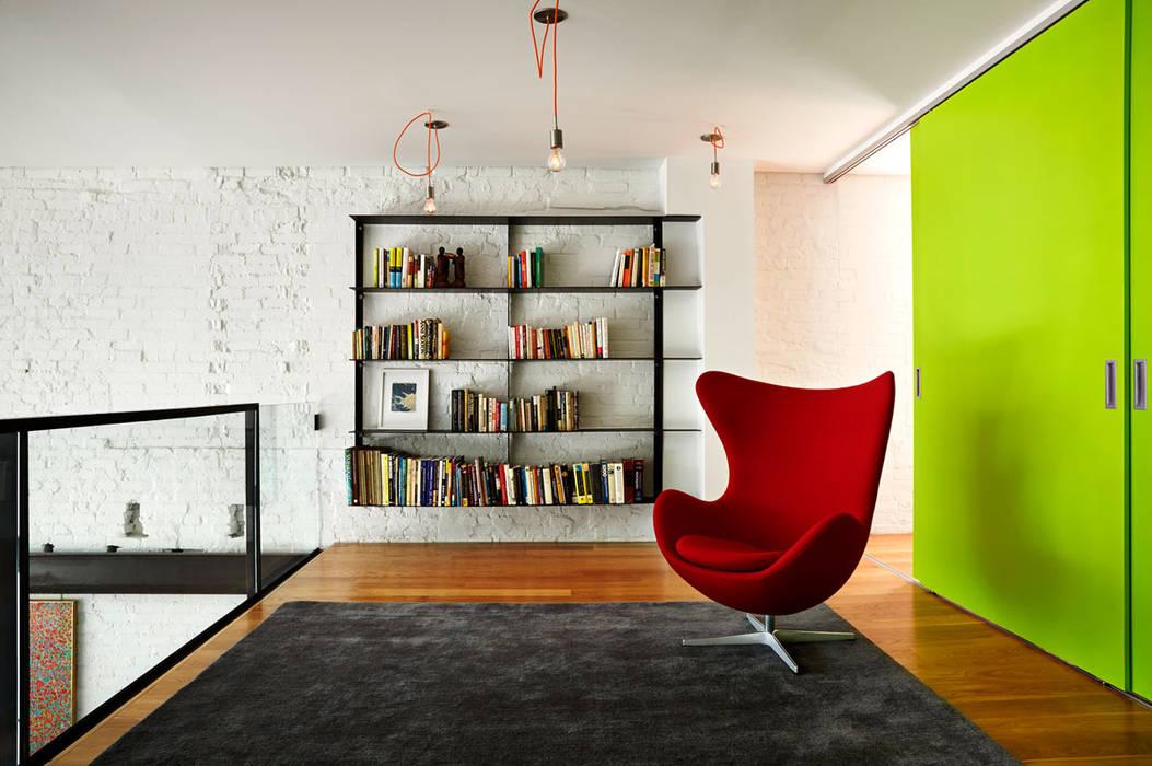 Estudios y despachos de estilo moderno de KUBE architecture Moderno