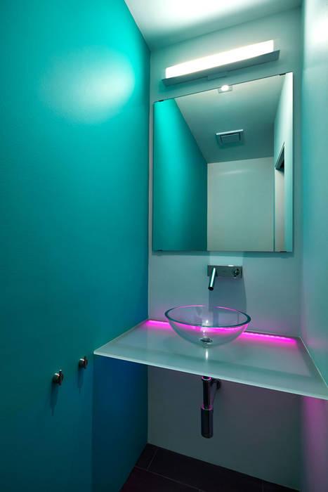 Salt + Pepper House Modern Bathroom by KUBE Architecture Modern