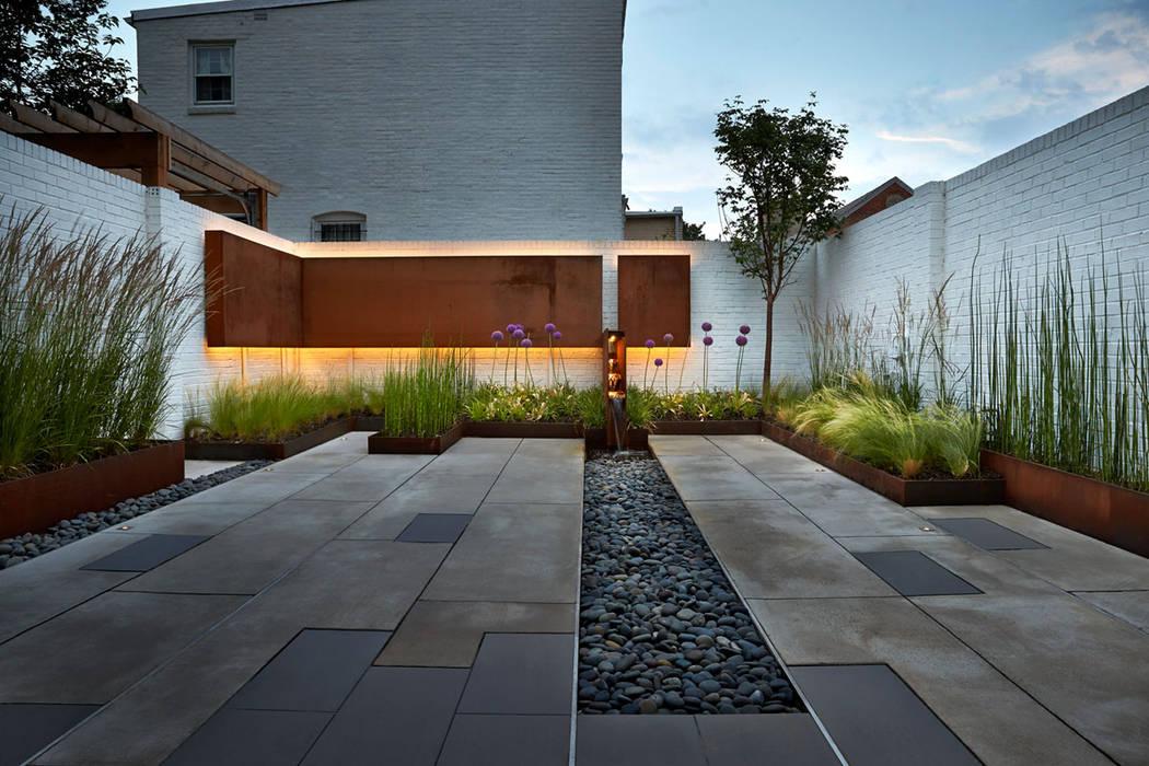 Modern style gardens by KUBE Architecture Modern