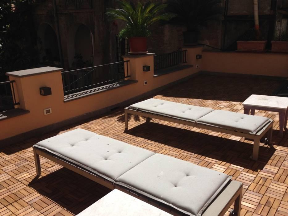 Terrazza: Giardino in stile in stile Classico di Studio Fori