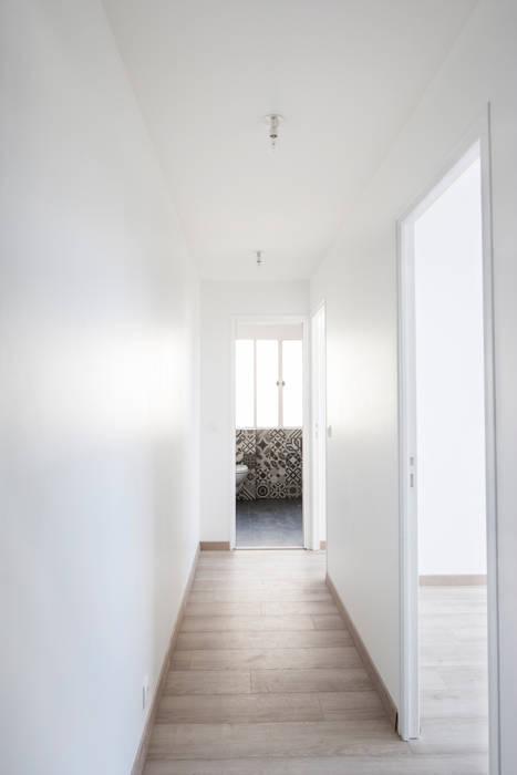 Couloir: Couloir et hall d'entrée de style  par Olivier Olindo Architecte