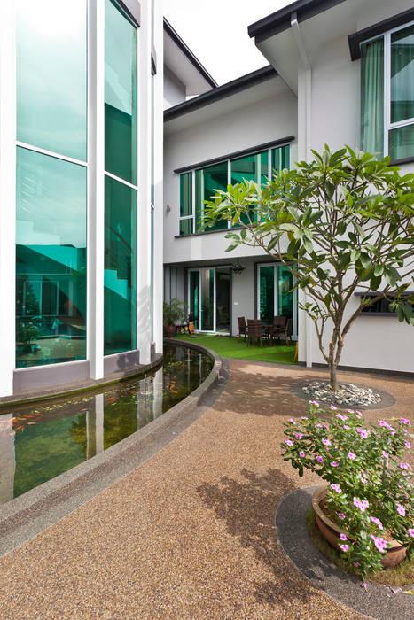 Contemporarily Dashing   BUNGALOW Modern style balcony, porch & terrace by Design Spirits Modern