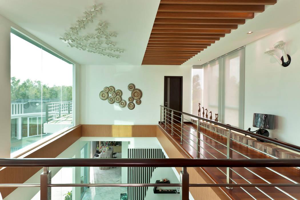 現代風玄關、走廊與階梯 根據 Design Spirits 現代風
