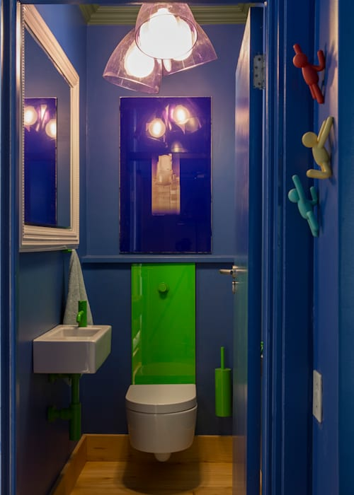 Guest WC:  Bathroom by Jenny Mills Architects