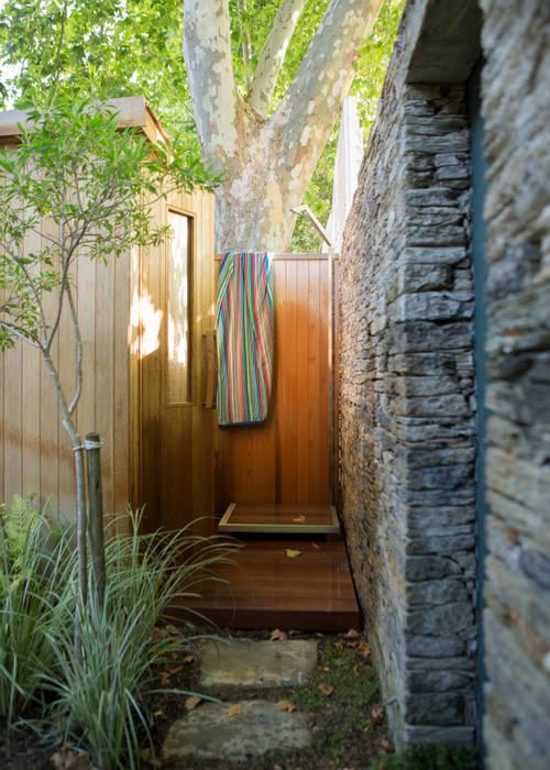 Outside Shower:  Garden by Jenny Mills Architects