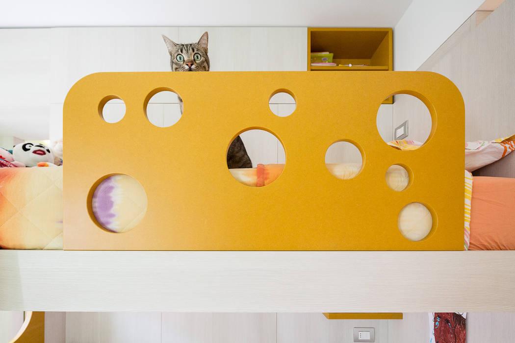 Five little pigs - Un casa per tanti bambini: Camera da letto in stile in stile Moderno di 23bassi studio di architettura