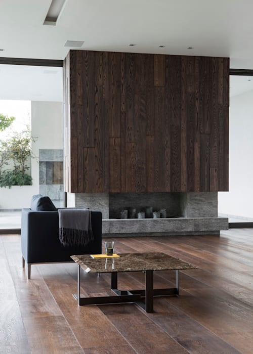 Living room fireplace:  Living room by Jenny Mills Architects