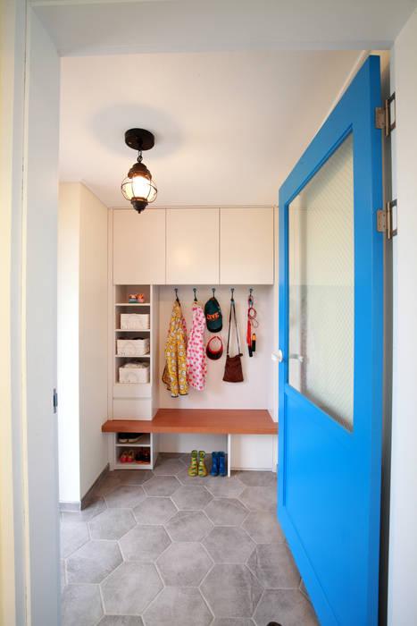 Pasillos y vestíbulos de estilo  por 주택설계전문 디자인그룹 홈스타일토토, Moderno