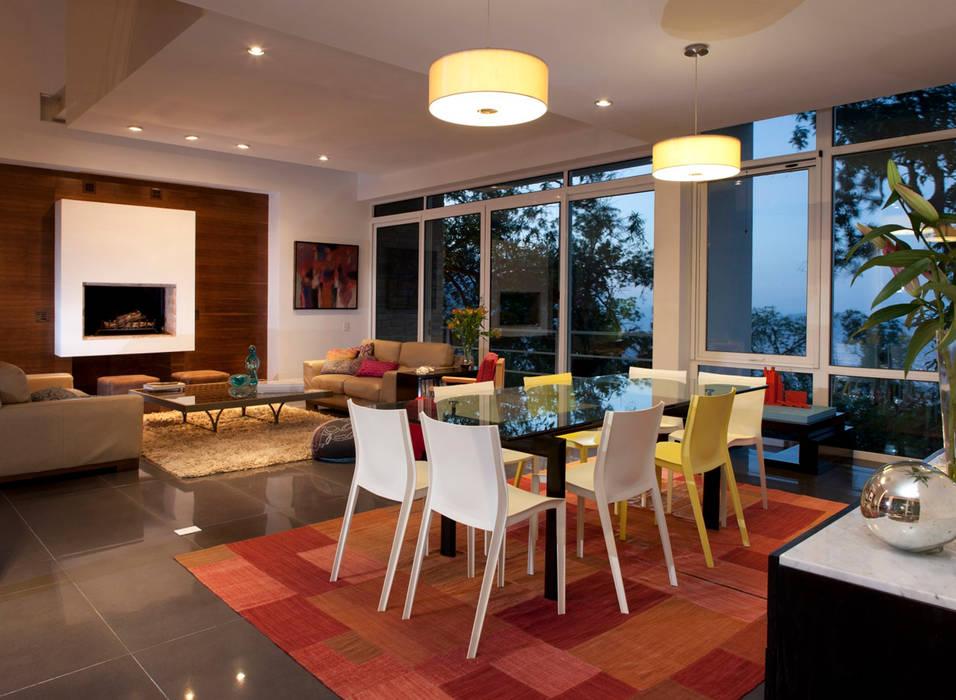 Casa Olinala - Local 10 Arquitectura Comedores de estilo moderno de Local 10 Arquitectura Moderno Madera Acabado en madera