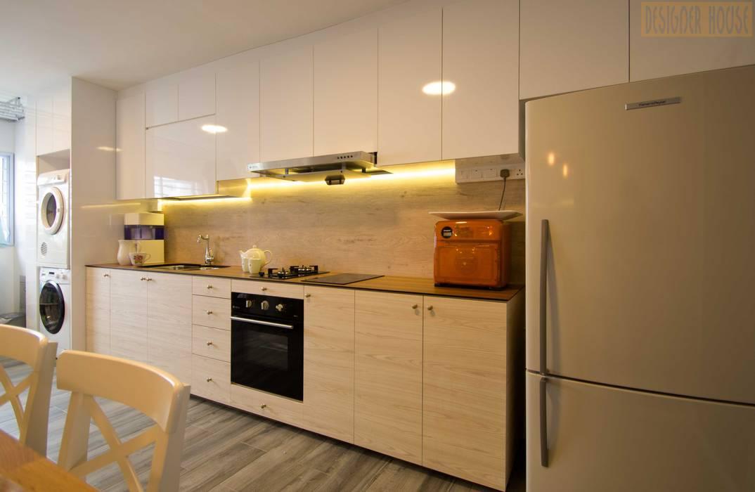 Country Kitchen:  Kitchen by Designer House