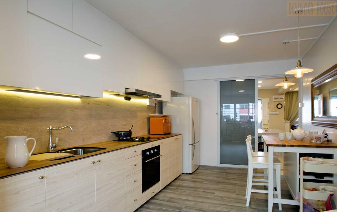 Pandan Garden Renovation:  Kitchen by Designer House,