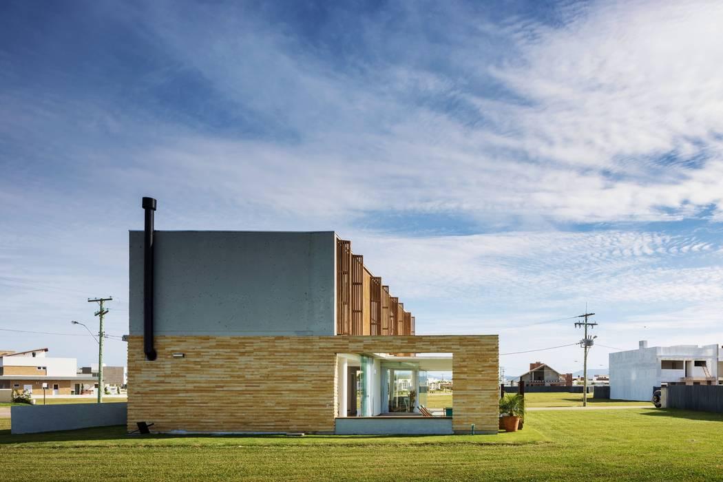 Modern houses by hola Modern