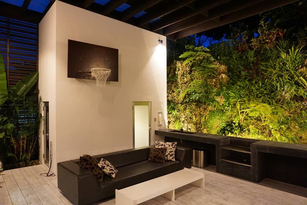 YThouse: e.co roomが手掛けた現代のです。,モダン 鉄筋コンクリート