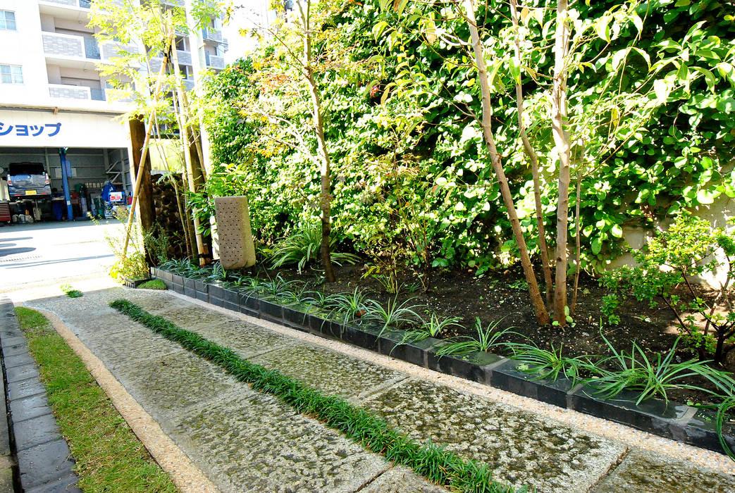 Vườn phong cách hiện đại bởi 作庭処 植徳 Hiện đại