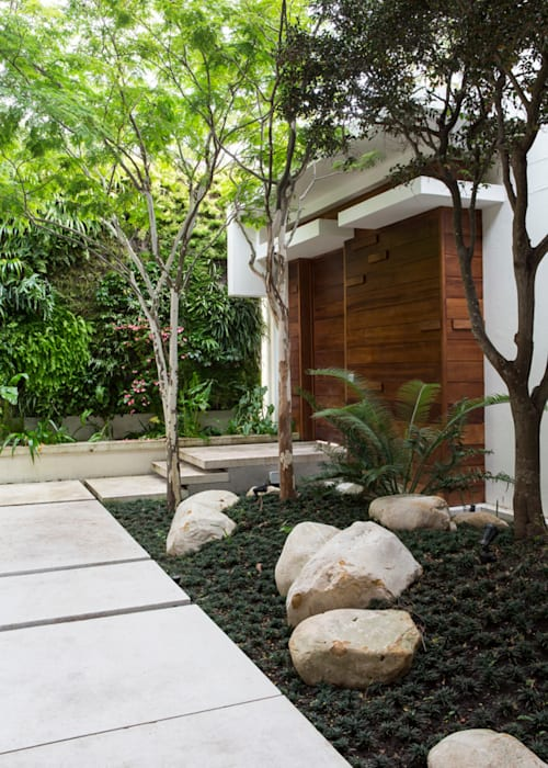 The Entrance Courtyard:  Garden by Jenny Mills Architects