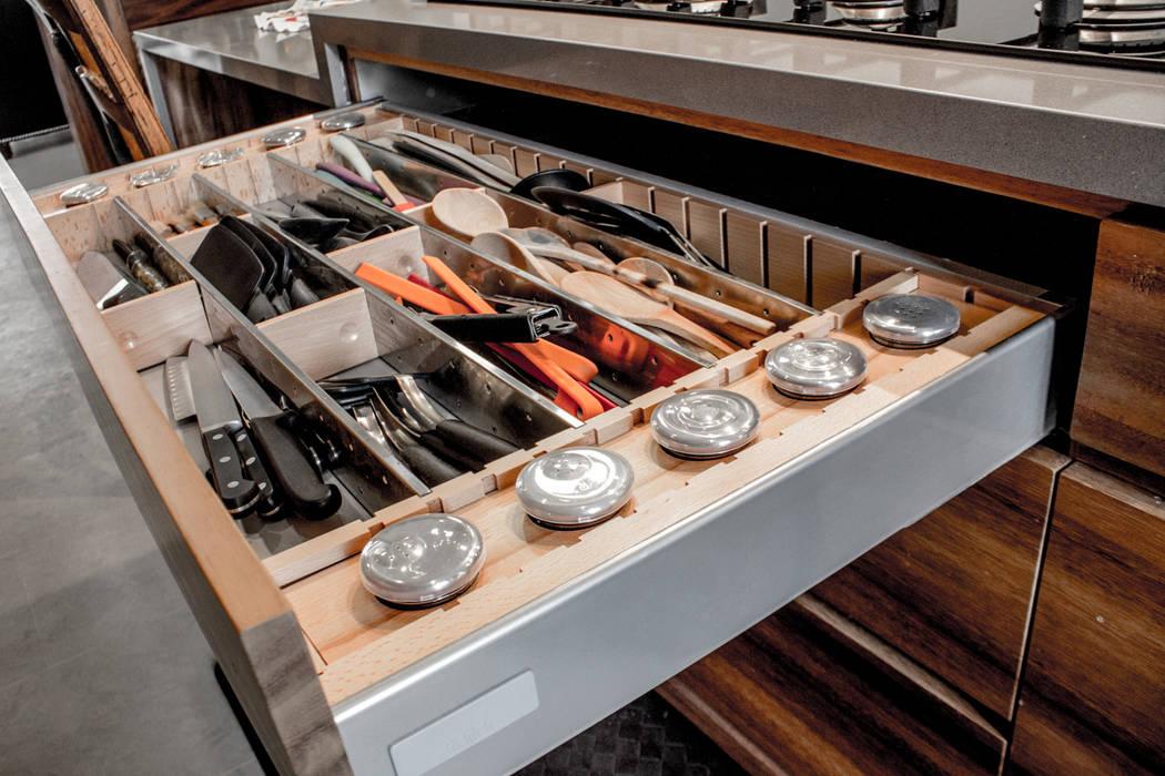 Cozinhas modernas por 2M Arquitectura Moderno