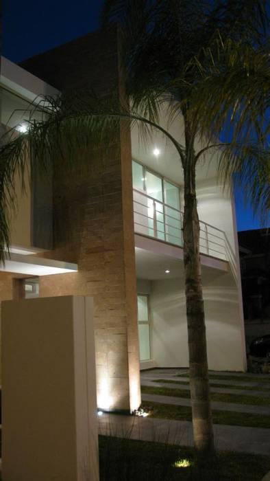 Fachada Frontal: Casas de estilo minimalista por Bojorquez Arquitectos SA de CV