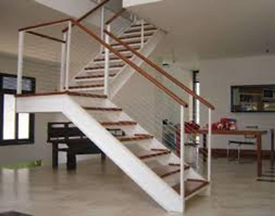 Escada Metálica com Madeiramento Locais de eventos mediterrâneos por Kapp Industrial do Brasil Mediterrâneo Ferro/Aço