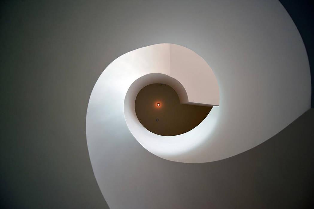 Ingresso, Corridoio & Scale in stile classico di Erika Winters Design Classico