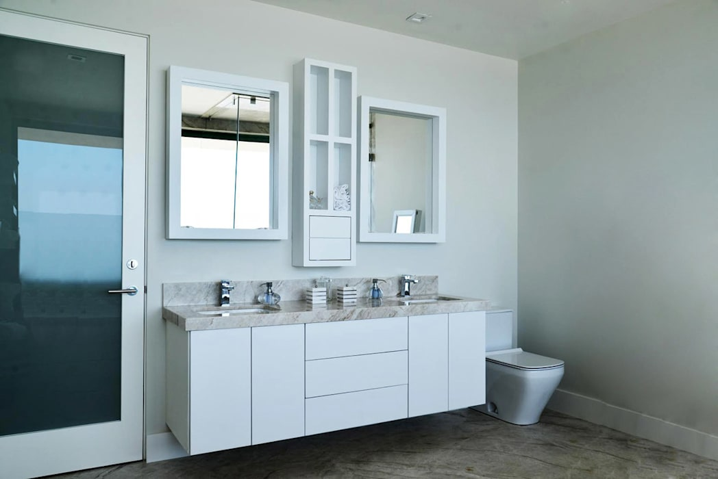 Bathroom by Erika Winters Design, Classic