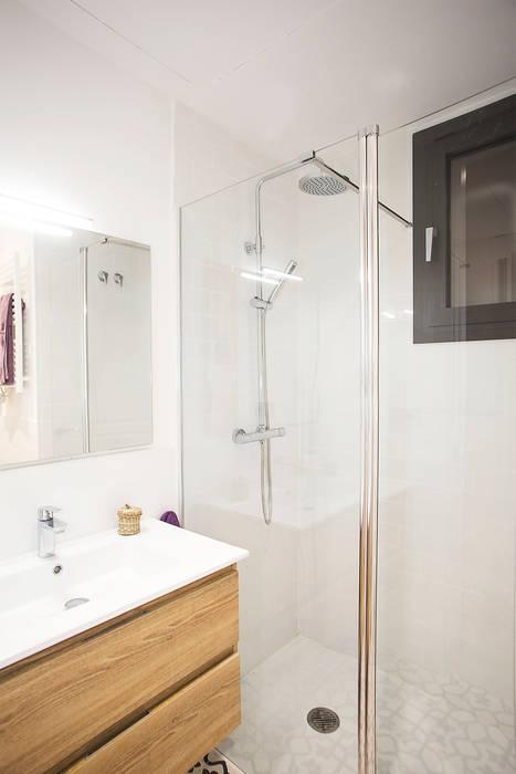 Reforma de baño Baños de estilo moderno de Grupo Inventia Moderno Azulejos