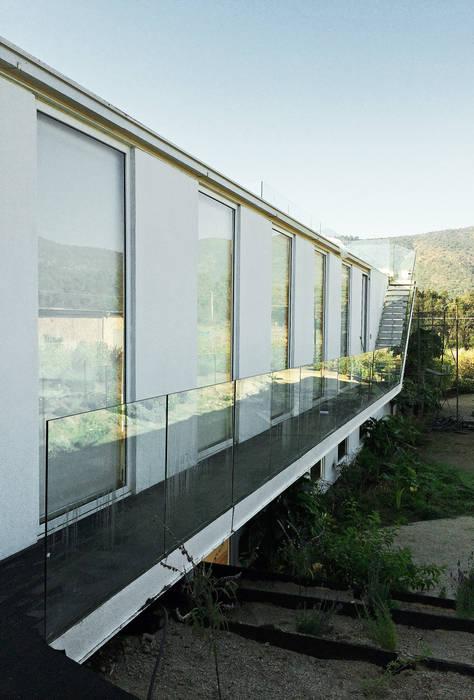 Mediterrane Häuser von ESTUDIO BASE ARQUITECTOS Mediterran