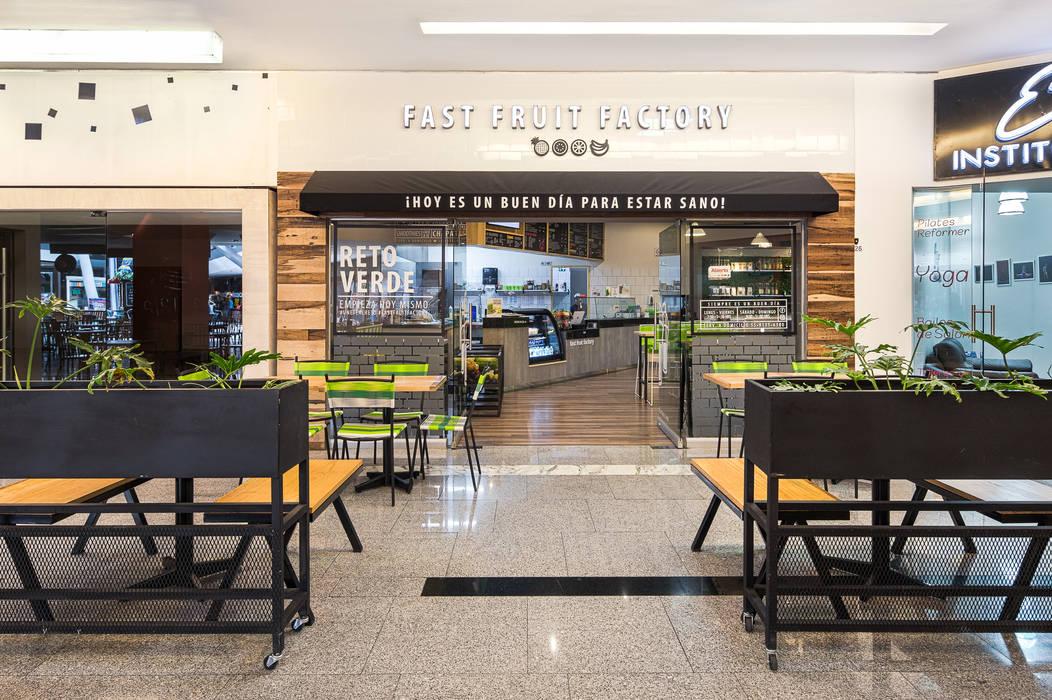 FFF Santa Fé - Fachada: Restaurantes de estilo  por MX Taller de Arquitectura & Diseño,
