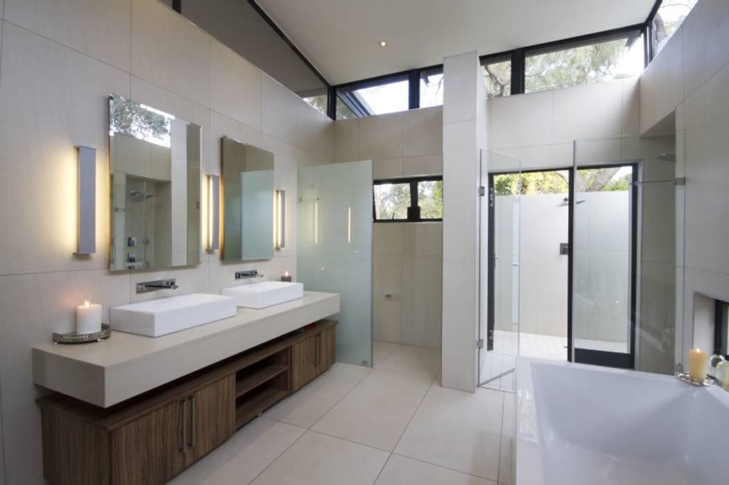 Baños de estilo moderno de Spiro Couyadis Architects Moderno