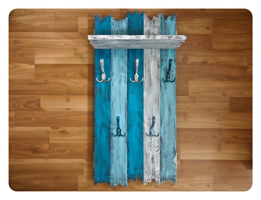 homify Corridor, hallway & stairsClothes hooks & stands Wood Multicolored